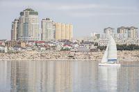 Pantai Aktau dan perahu yacht (Thinkstock)