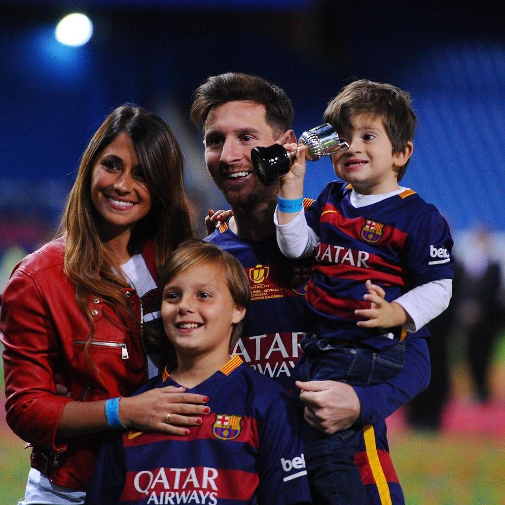 Messi Ajak Keluarga Melancong ke Disneyland