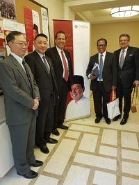 Hebohnya Launching Buku 'Chairul Tanjung Si Anak Singkong' Versi China