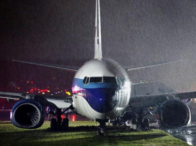 Pesawat Cawapres AS Mike Pence Tergelincir