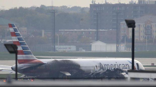 Kegagalan Mesin Picu Terbakarnya Pesawat American Airlines