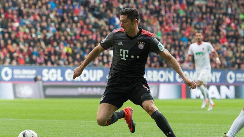 Dua Gol Lewandowski Bantu Bayern Menang Atas Augsburg
