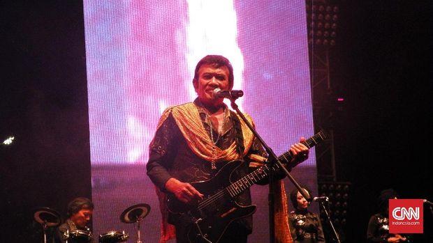 Bila pada umumnya konser musik di Indonesia marak bertabur band luar negeri, Synchronize Festival memberi wadah bagi band dalam negeri unjuk gigi.