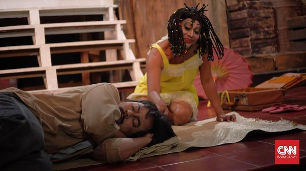 Teater Koma berlatih mementaskan Opera Kecoa.