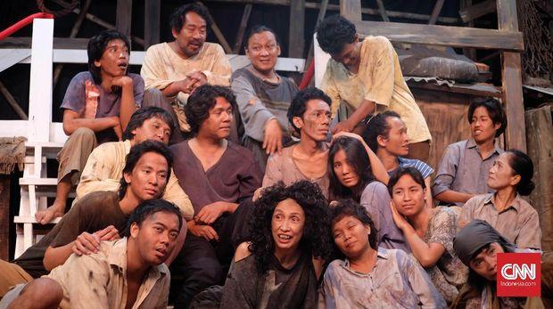 Tim Teater Koma yang akan memainkan Opera Kecoa.