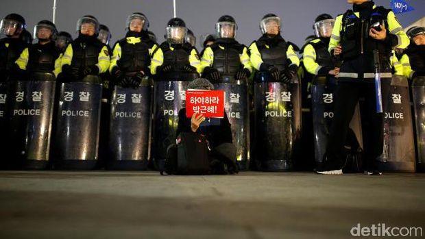 Demo di Jantung Kota Seoul, 43 Ribu Warga Korsel Tuntut Presiden Park Mundur