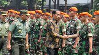 Beri Arahan ke TNI, Jokowi: Terima Kasih Ikut Bantu Amankan Demo 4 November