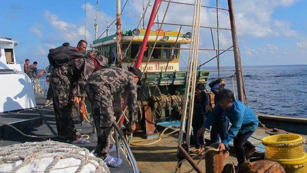 Penangkapan 8 Kapal Pencuri Ikan Berbendera Vietnam di Natuna