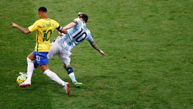 Untuk bisa jadi andalan Timnas Brasil, Neymar harus terbiasa jadi tulang punggung di level klub.