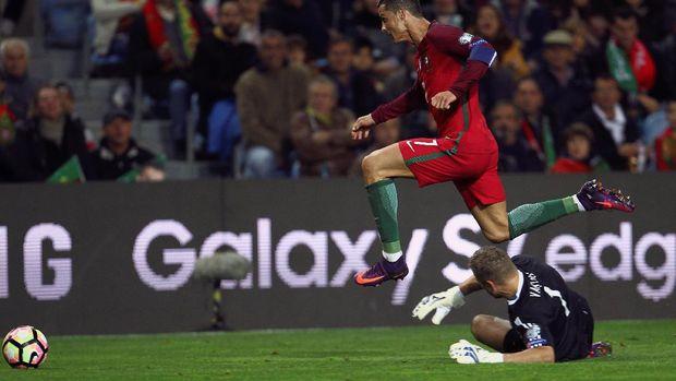 Ronaldo Dua Gol, Portugal Hantam Latvia 4-1