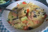 Jeroan dan Daging Sapi Berpadu Santan dalam Soto Betawi
