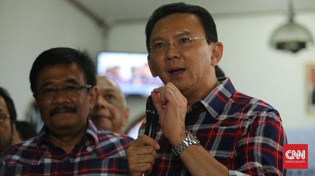 Ahok ditetapkan sebagai tersangka kasus dugaan penistaan agama oleh Mabes Polri. (CNN Indonesia/Safir Makki)