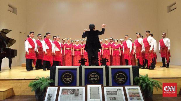 Batavia Madrigal Singers (BMS) saat memamerkan kemampuan yang membawa mereka jadi juara di Spanyol.