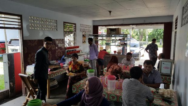 Traveler berburu kuliner Bengkulu (Fitraya/detikTravel)