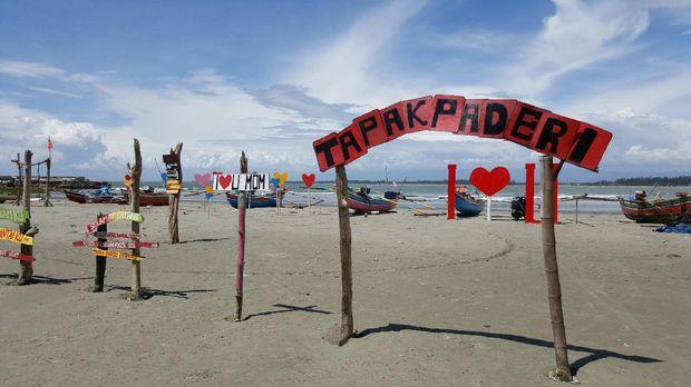 Aslinya pantai ini memiliki nama Tapak Paderi (Fitraya/detikTravel)