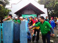 Relawan Masjid Ikut Rapikan Gereja di Samarinda Pasca Bom: Ini Toleransi