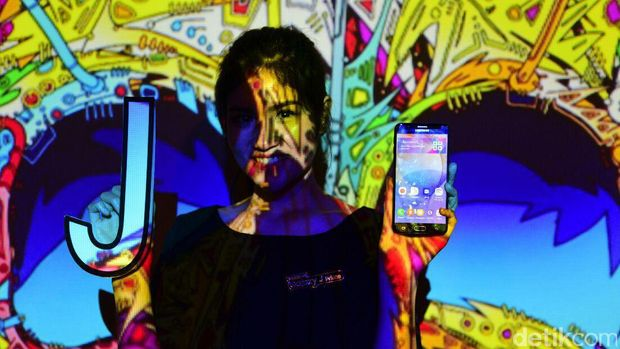 Trio Samsung Galaxy J Prime Resmi Melenggang