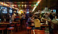 Suasana bagian dalam Restoran Hooters Taipei (Wahyu/detikTravel)