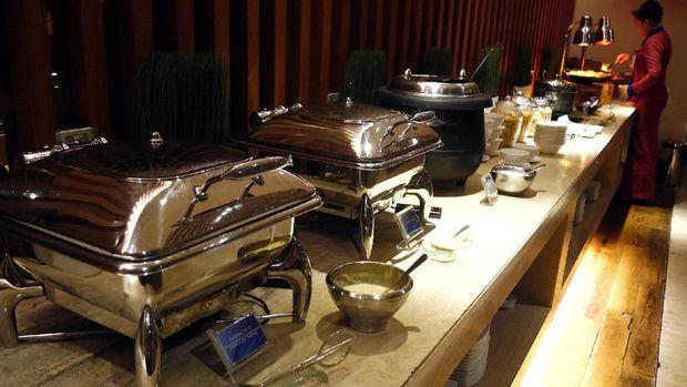 Aneka makanan tersedia di lounge Garuda Indonesia (Kurnia/detikTravel)
