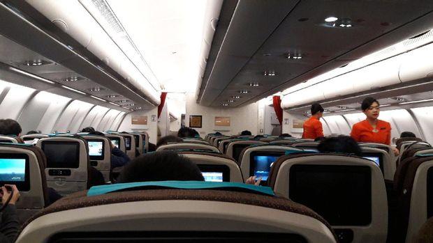Duduk nyaman di kursi kelas ekonomi menuju ke Jepang (Kurnia/detikTravel)