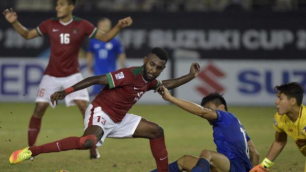 Yanto Basna pernah memperkuat Timnas Indonesia di Piala AFF 2016. (