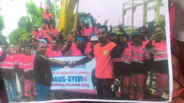 Foto Bareng Spanduk Agus-Sylvi, 63 Pasukan Oranye Diskors