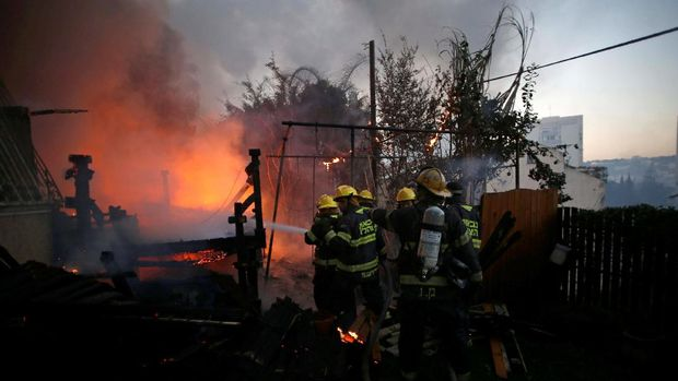 60 Ribu Warga Israel Dievakuasi Akibat Kebakaran Hutan yang Meluas