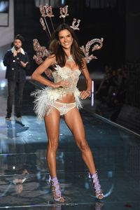 Hal-hal yang Dikhawatirkan Para <i>Angel</i> Victoria's Secret Saat Fashion Show