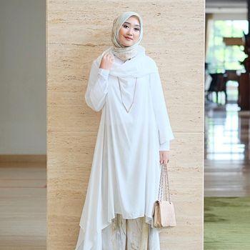foto 6 selebriti hijab indonesia yang cantik berbaju putih
