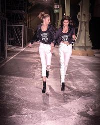 Perlu Menenangkan Diri, Ini Ritual Gigi Hadid Sebelum Fashion Show