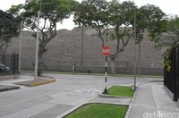 Piramida ini terletak di tengah Kota Lima (Angga/detikTravel)
