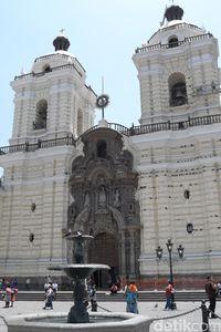 Gereja peninggalan Spanyol ini dibangun pada abad ke-17 (Angga/detikTravel)