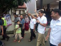 Sandiaga menyapa warga di Pasar Rebo