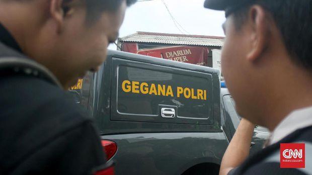 Polisi melakukan olah TKP di Bekasi pada Minggu, 11 Desember 2016.