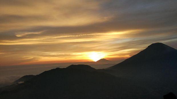 Golden Sunrise yg Terlalu Indah buat Dilewatkan
