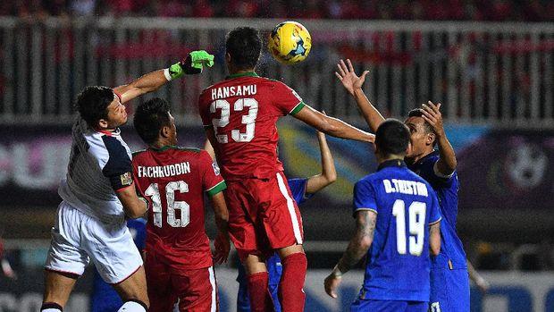 Fachruddin dan Hansamu Yama Pranata pernah bertandem ketika membela Timnas Indonesia di Piala AFF 2016.