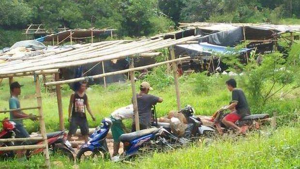 Suasana di sekitar tambang emas Desa Lembong Tandai