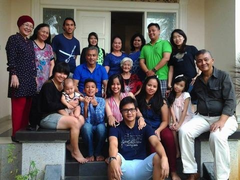 Keluarga besar Walian di Manado, saat berkunjung tahun 2015. (dok. pribadi)