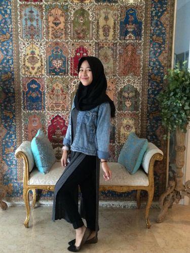 Foto: Gaya Hijab Kasual Si Manis Putri Mendiang Uje, Adiba Khanza AzZahra