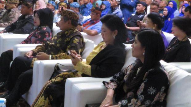 Ditemani SBY dan Ani Yudhoyono, Agus-Sylvi Tatap Muka dengan Warga Pasundan