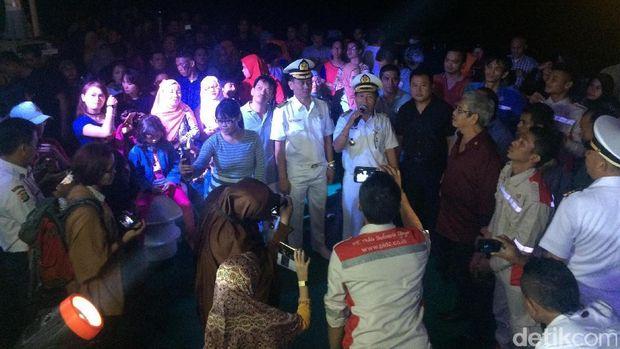 Seru Banget! Pesta Sambut Tahun Baru 2017 di Atas Kapal Tengah Laut