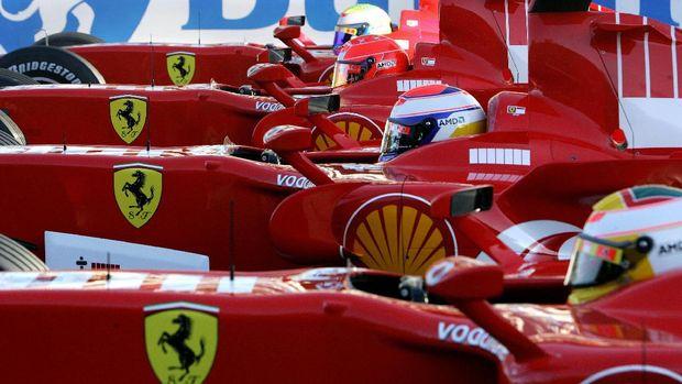 Schumacher lima kali juara dunia bersama Ferrari.