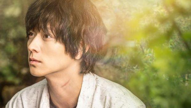 Nama Kang Dong Won mulai banyak dikenal berkat aktingnya di film 'Temptation of Wolves.'
