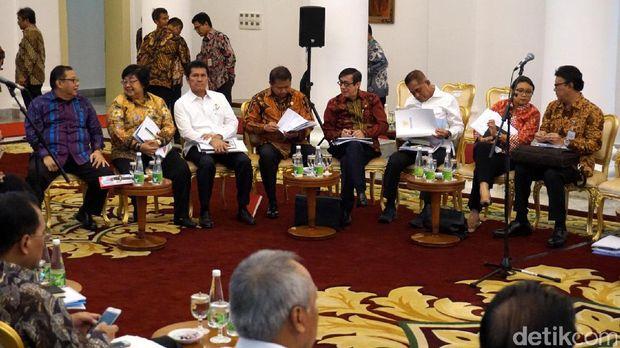 Suasana sidang kabinet paripurna perdana di tahun 2017