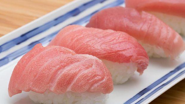 Bandingkan dengan warna salmon sushi