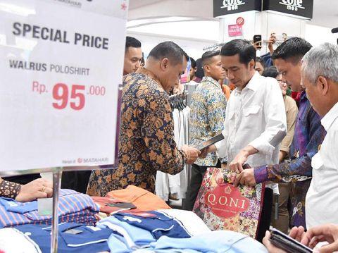 Jokowi berbelanja di Plaza Pekalongan