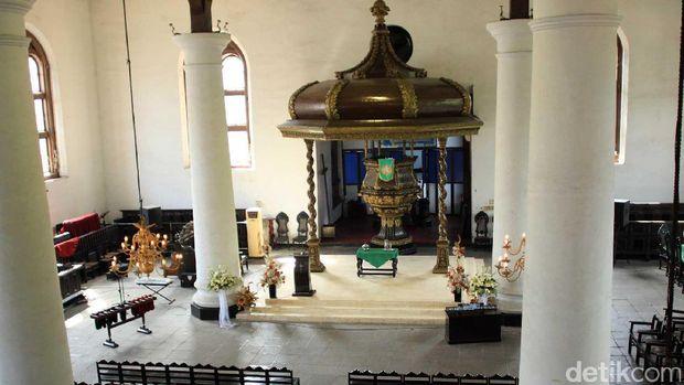 Interior gereja yg masih orisinil (Randy/detikTravel)