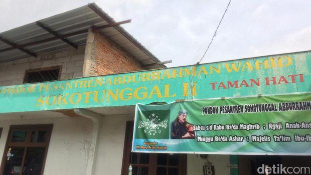 Kunjungi Ponpes Pimpinan Gus Nuril, Ahok Diberi 'Tanda Cinta'