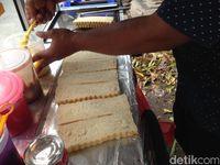 Roti Bakar Aneka Isian yang Legit Harum