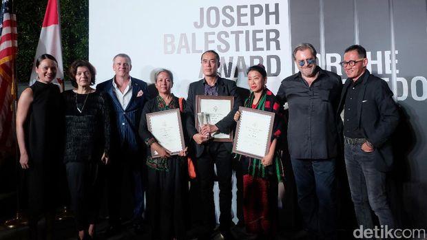Seniman Myanmar Aye Ko Raih Penghargaan Joseph Balestier 2017
